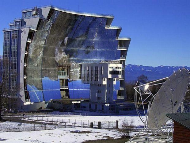 Найбільша в світі сонячна піч