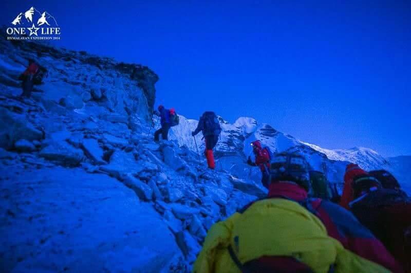 Піднімання на гору Island Peak в Непалі