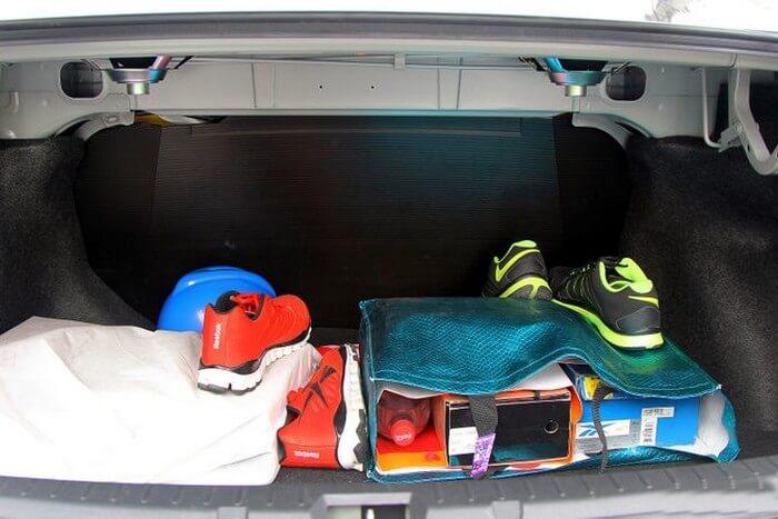 4 лайфаків, які допоможуть відкрити автомобіль, якщо ключі залишились у салоні