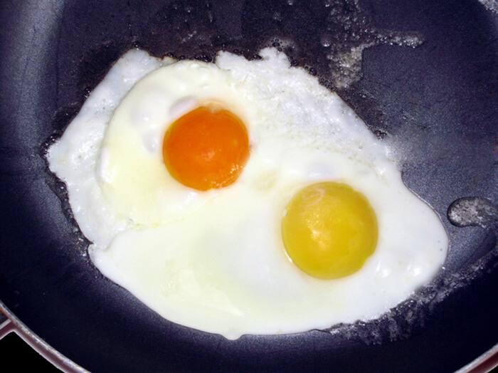 Якого кольору повинні бути яєчні жовтки?