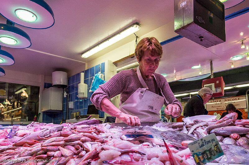 Продуктовий ринок в містечку Сет, Франція