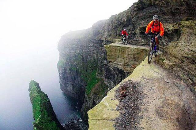 На велосипеді по схилу