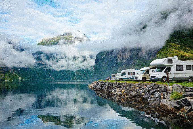 Кемпінг на березі озера в Норвегії